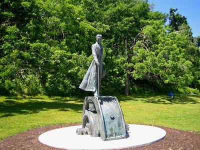 Памятник Н. Тесла