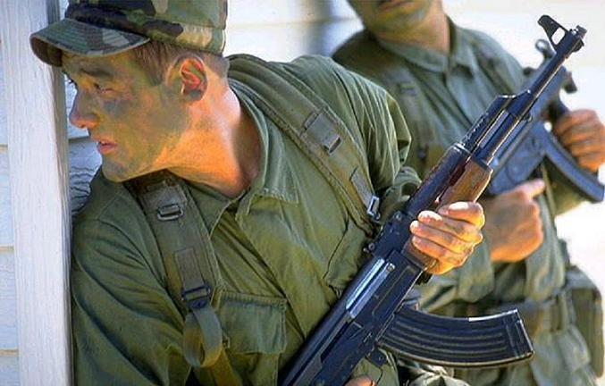 По отзывам, до кучи АКМ ещё и надёжнее, нежели АК-74 (это не значит, что 74-й совсем плох, планку качества он всё...