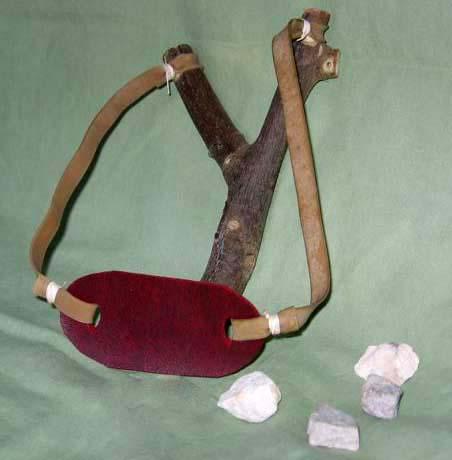 Саму рогатку делают из дерева (сирени, ясеня), толстой стальной проволоки, металлической трубки.