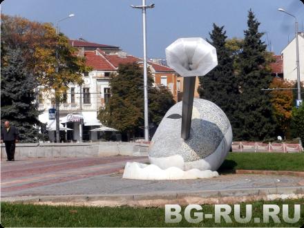 Возле театра оперы в Бургасе