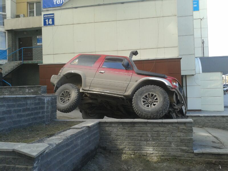 Pajero Red parking2