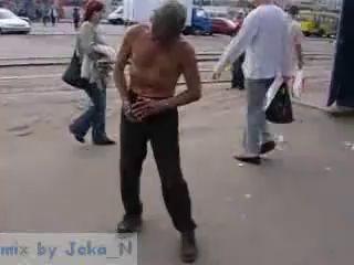 Пьяный дед устроил mortal kombat