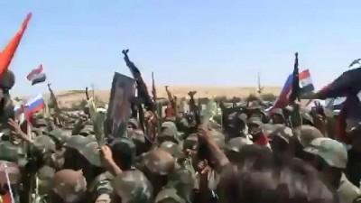 Сирийские солдаты под российскими флагами