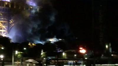 Огонь вблизи Эйфелевой башни после нападения в Ницце