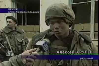 Русский солдат навалял боевику