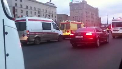 "Мигалки перекрыли дорогу для 3х карет ""скорой помощи"""