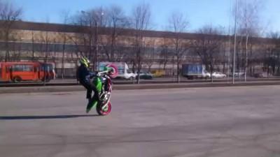Опасные трюки на мотоцикле Стантрайдинг на Кавасаки в Нижнем Новгороде