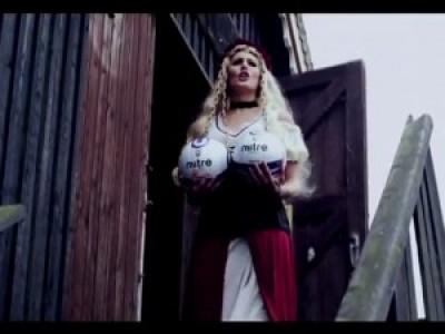 Свиньи, конь и бидоны с молоком (Ipswich Town Football Kit 2012/13)