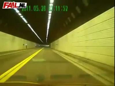 Лобовая авария в туннеле