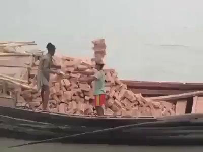 Разгрузка кирпичей