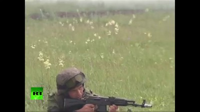 RAW: Russian paratroopers hold massive military drill in Chelyabinsk
