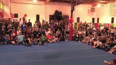 Невероятные прыжки - Парень не знает слово гравитация | Сальто