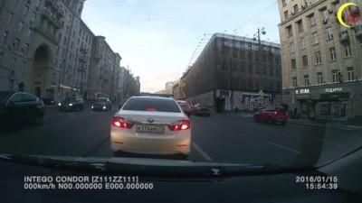 И это в центре Москвы! (встречка на Тверской)