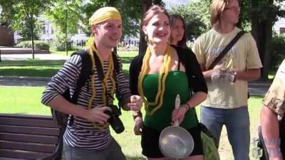 Разгон шествия верующих в Макаронного Монстра
