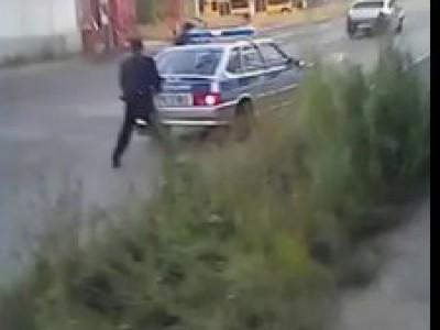 Нападение с ножом на полицейских
