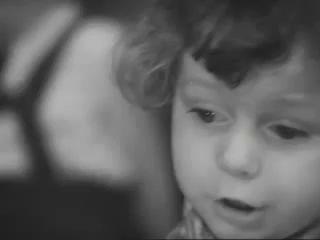Малыш читает стих Роберта Рождественского