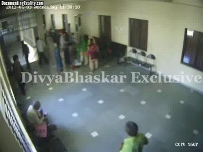 Пять членов семьи подожгли себя в офисе. Индия