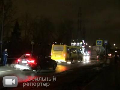 2 . Причина гибели пешехода - неосвещённое шоссе ...