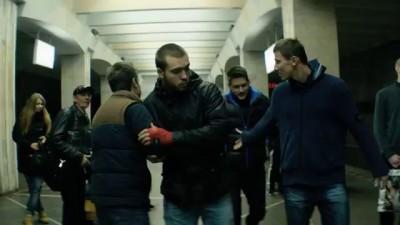 Околофутбола (фильм) - драка в метро