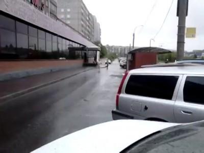 Из машины вылезай блеать !