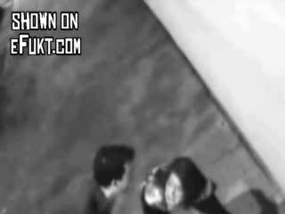мужик ударил девушку по пизде