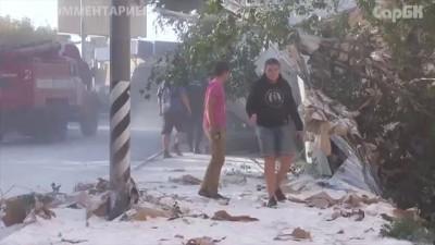 """""""КАМАЗ"""" врезался в дом на Новоузенской. Видео с места ДТП"""