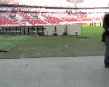 поле в Варшаве по-прежнему не готово для игры!