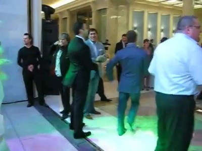 Медведев танцует