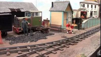 Хомяк на железной дороге