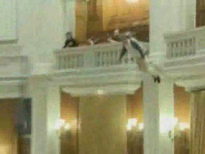 Суицид на заседании румынского парламента
