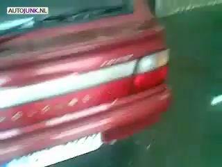 Дед моет машину