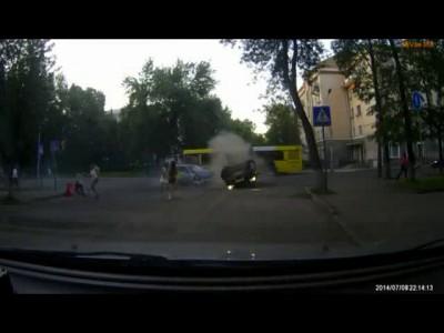 ВАЗ опрокинул КИА в Пскове