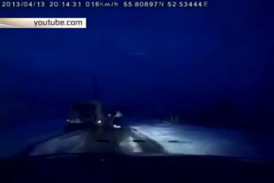 Полицейский выскочил из машины и догнал УАЗ нарушителя