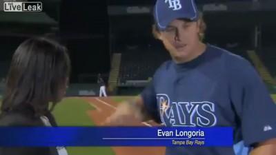 Evan Longoria спас репортершу