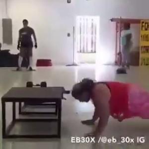 Толстуха в спортзале