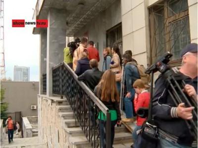 Репортёры испортили очную ставку экс-прокурора и беременной. Real video