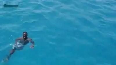 Негр забыл, что не умеет плавать