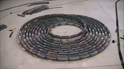 Fast endless Bi-directional spiral with an ho scale train ( side view )