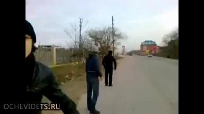 Ребята в Дагестане останавливают маршрутку