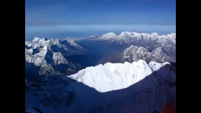 Самая высокая точка Земли — вершина Джомолунгма (8848 м.) / View from the top of Mount Everest