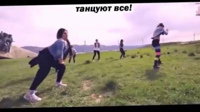 Новороссийск танец у мемориала Малая Земля