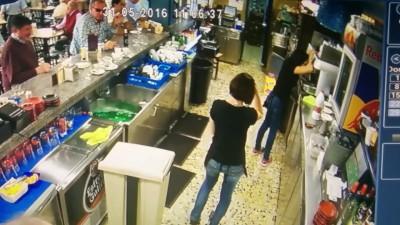 Испанская официантка с отличной реакцией