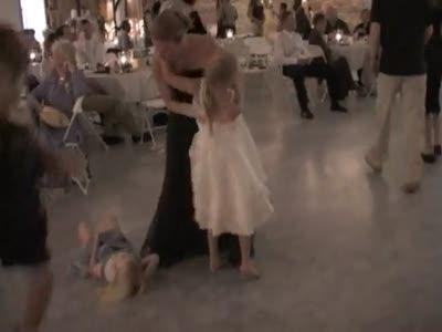 Девочку сбили во время танца