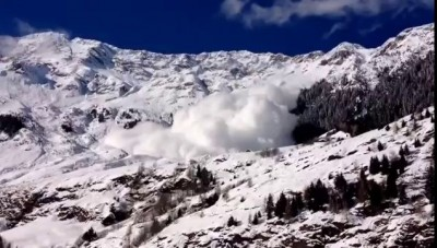 Avalanche traverse le village de Moso in Passiria