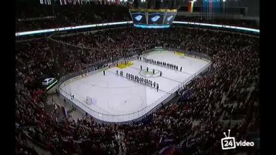 Весь стадион поет Гимн России