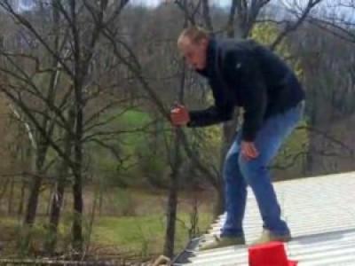 Неудачный прыжок с крыши