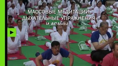 Зависнуть на высоте 396 метров: йоги разных стран отметили Международный день йоги