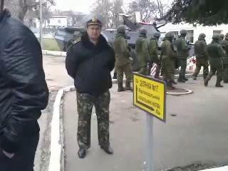 Росийский спецназ покидает территорию воинской части (Севастополь)