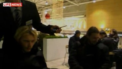"""Охранники """"Икеа"""" подрались с двумя покупателями"""
