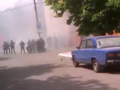 Мариуполь 09.05.14. Бои у РОВД. Раненые или убитые фашисты/Ukraine, Mariupol